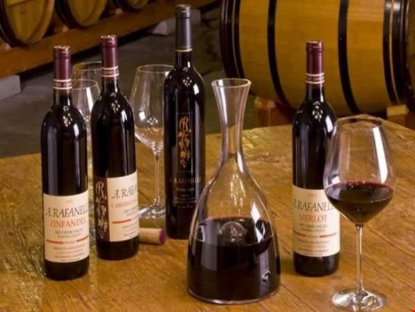 Đập vỡ 40 vạn chai vang Ý ở xưởng rượu trăm tuổi 1
