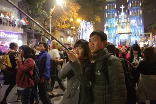 Người Hà Nội đổ về trung tâm đón Noel 7