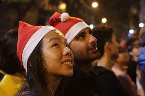 Người Hà Nội đổ về trung tâm đón Noel 13