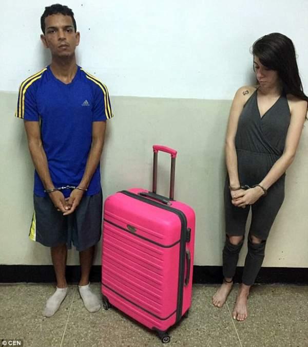 """Venezuela: Vợ mang vali vào tù """"nhét"""" chồng kéo ra ngoài 2"""