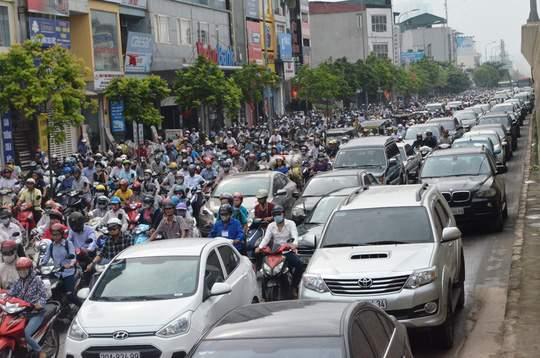 Đề xuất mỗi người dân sở hữu 1 ô tô, 1 biển số chưa hợp hiến 1