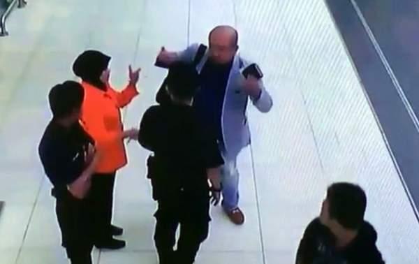 Video anh trai Kim Jong-un bị sát hại giữa sân bay 3