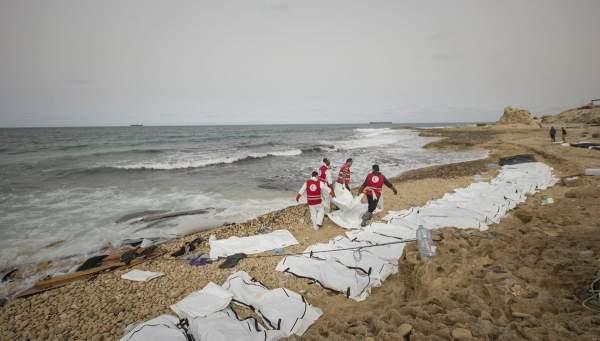 Xác 74 người bí ẩn dạt bờ biển Libya 1