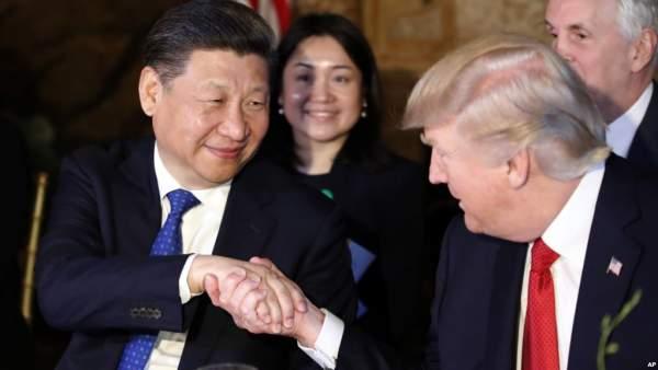 Cái bắt tay chỉ 5 giây giữa Trump và Tập Cận Bình 1