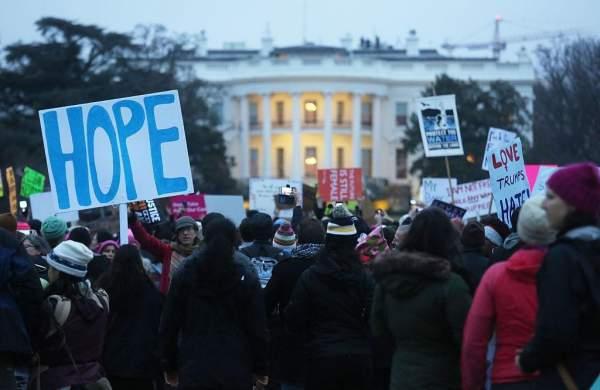 Người ủng hộ Trump quay lưng sau vụ nã tên lửa Syria 1