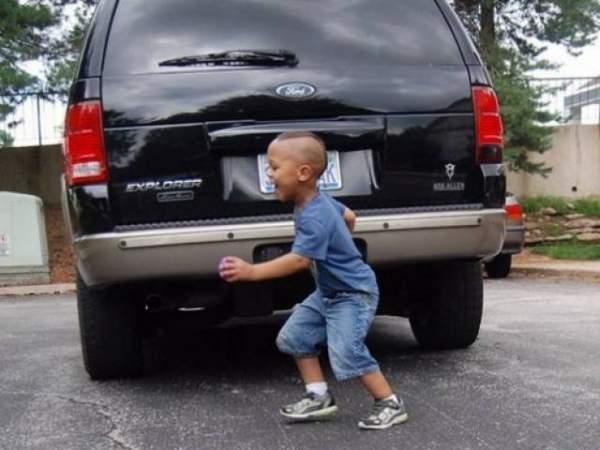 Máy xúc lùi xe cán tử vong bé trai 9 tuổi 2