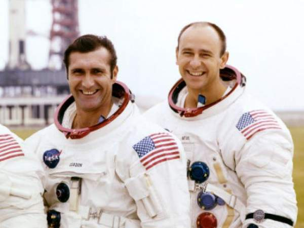 4 phi hành gia NASA quả quyết về người ngoài hành tinh 6
