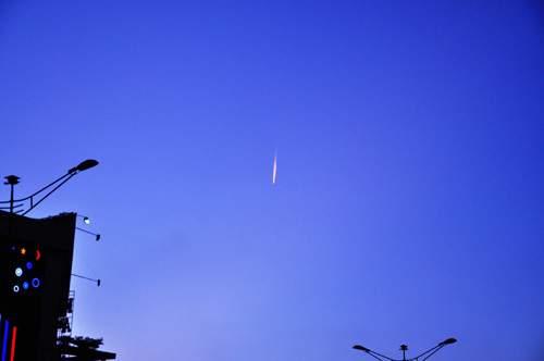 Xuất hiện vệt sáng bí ẩn trên bầu trời Sài Gòn 2