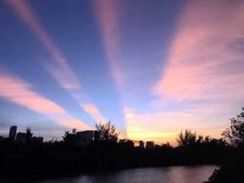 Xuất hiện vệt sáng bí ẩn trên bầu trời Sài Gòn 9