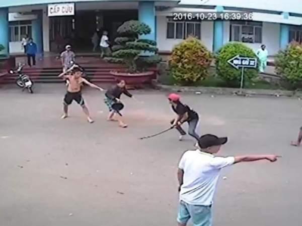 Hai băng nhóm truy sát trong bệnh viện ở Cà Mau 1