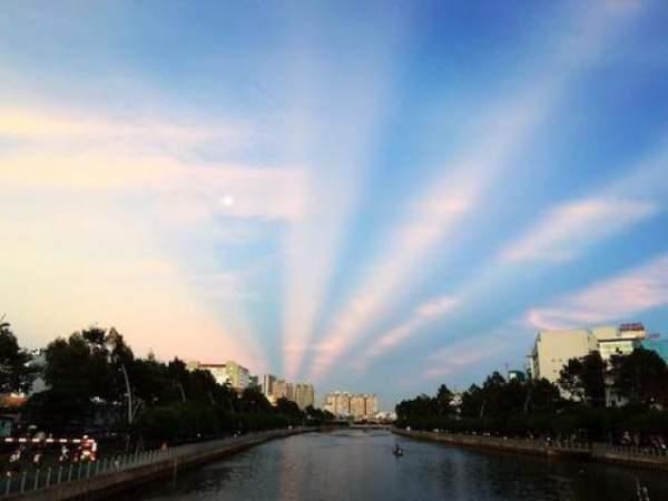 """""""Giải mã"""" ánh hào quang tuyệt đẹp trên bầu trời Sài Gòn 4"""