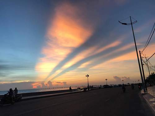 """""""Giải mã"""" ánh hào quang tuyệt đẹp trên bầu trời Sài Gòn 2"""