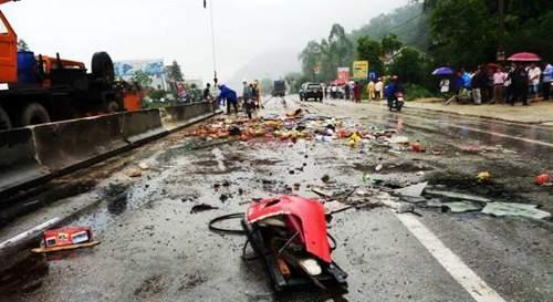 Hình ảnh kinh hoàng vụ lật xe khách, khiến hàng chục người thương vong 4