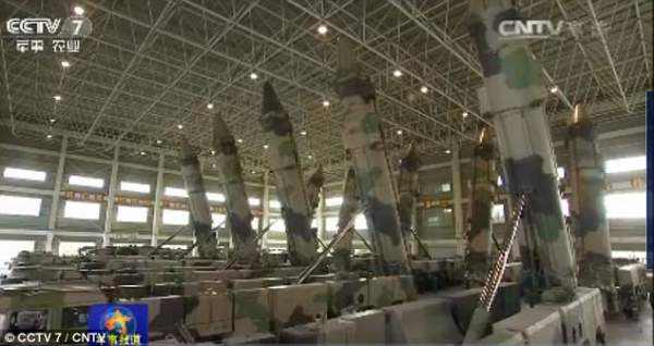 """Triều Tiên căng thẳng, TQ """"khoe"""" tên lửa cỡ khủng 1"""