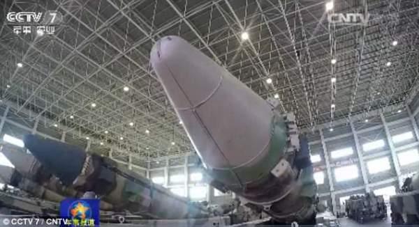"""Triều Tiên căng thẳng, TQ """"khoe"""" tên lửa cỡ khủng 2"""
