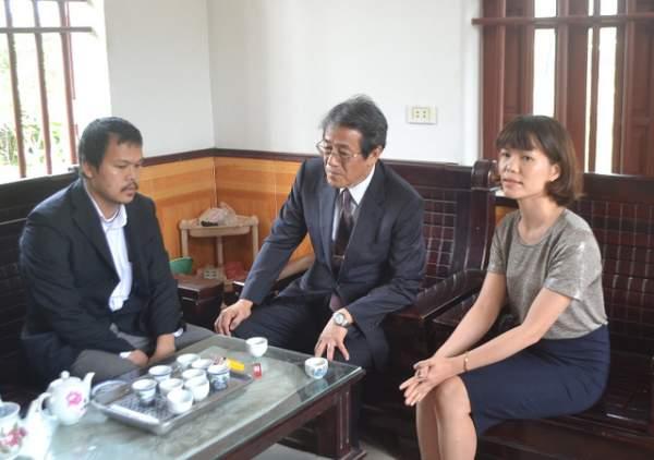 Đại sứ Nhật Bản đến gia đình bé gái người Việt bị sát hại nói lời xin lỗi 7