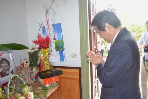 Đại sứ Nhật Bản đến gia đình bé gái người Việt bị sát hại nói lời xin lỗi 6