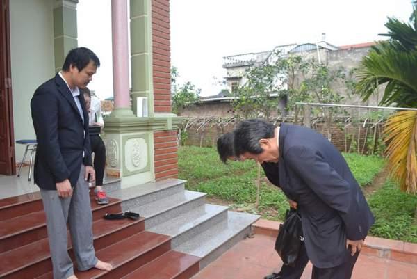Đại sứ Nhật Bản đến gia đình bé gái người Việt bị sát hại nói lời xin lỗi 4