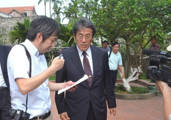 Đại sứ Nhật Bản đến gia đình bé gái người Việt bị sát hại nói lời xin lỗi 8