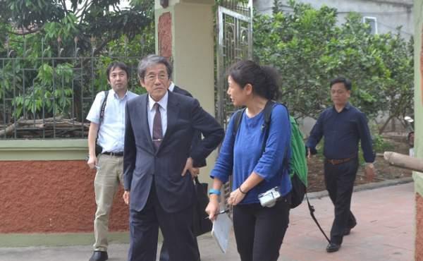 Đại sứ Nhật Bản đến gia đình bé gái người Việt bị sát hại nói lời xin lỗi 3