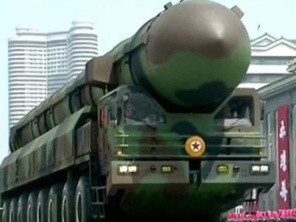Nghi vấn Triều Tiên dùng tên lửa giả trong lễ duyệt binh 1