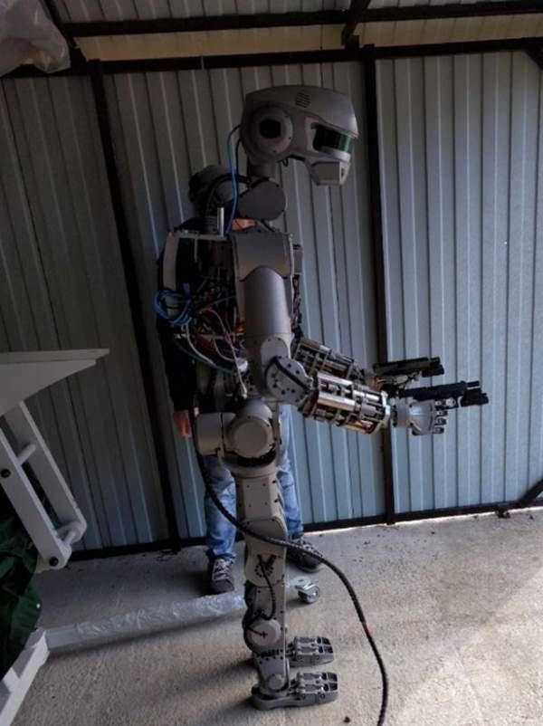 """Hé lộ về đội quân robot """"kẻ hủy diệt"""" của Putin 2"""