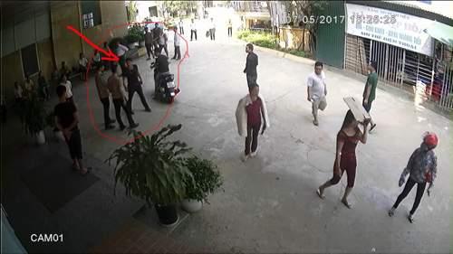 Côn đồ chửi nhân viên y tế, rút súng bắn bảo vệ bệnh viện 1