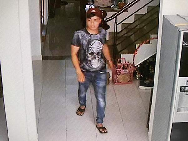 Tên trộm cầm dao lục tung nhà gia chủ ở Sài Gòn 1