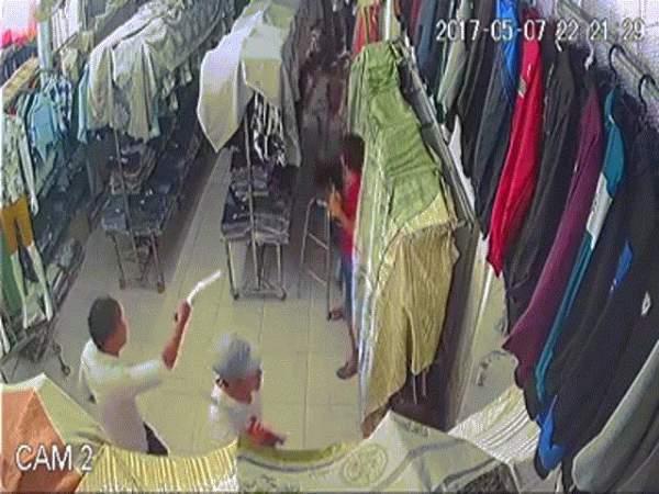 Tin bất ngờ vụ giang hồ chém người xối xả trong tiệm quần áo 2