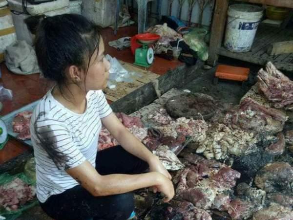 Người phụ nữ bán thịt lợn kể lại giây phút bị hắt cả xô dầu luyn lên người 2