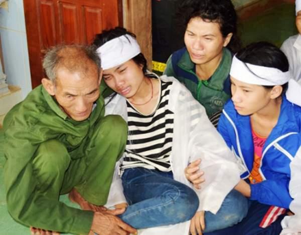 Đồ vật 3 nạn nhân bị sét đánh chết cùng mang theo lúc đào huyệt 1