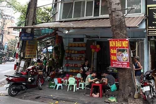 """Những """"nhân viên truyền thông"""" bất đắc dĩ trên phố Hà Nội 5"""