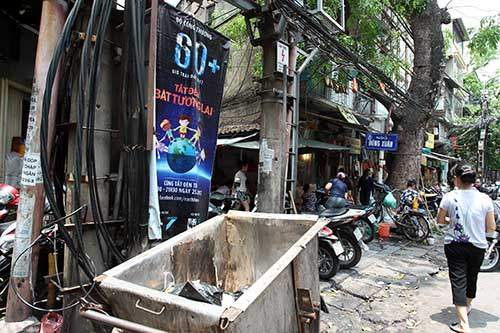 """Những """"nhân viên truyền thông"""" bất đắc dĩ trên phố Hà Nội 10"""