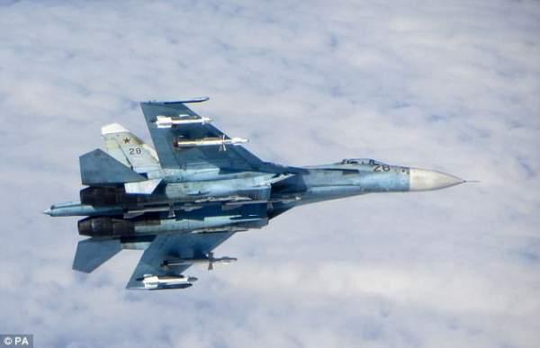 Chiến đấu cơ Nga bay cách máy bay Mỹ 6 mét 1