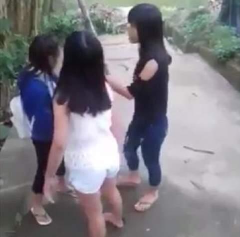 TT- Huế: Kỷ luật cảnh cáo 2 nữ sinh lớp 9 đánh bạn tới tấp 2