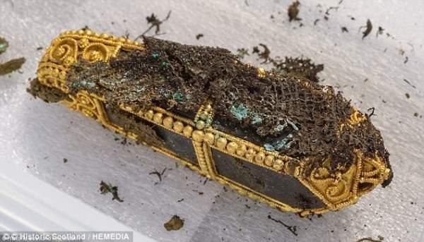 Scotland: Thợ dò kim loại phát hiện kho báu 2,6 triệu USD 3
