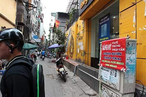 """Những """"nhân viên truyền thông"""" bất đắc dĩ trên phố Hà Nội 1"""