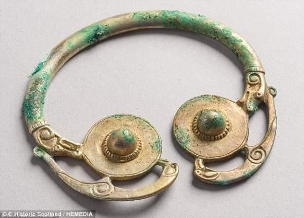 Scotland: Thợ dò kim loại phát hiện kho báu 2,6 triệu USD 2