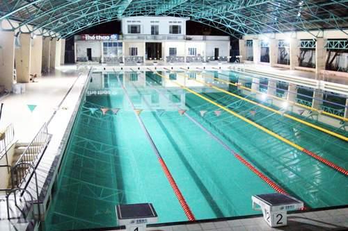 Nam sinh viên nằm bất động dưới đáy hồ bơi ở Sài Gòn 1