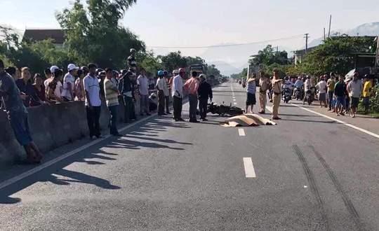 Phó chủ tịch HĐND xã tử nạn khi băng qua đường 1