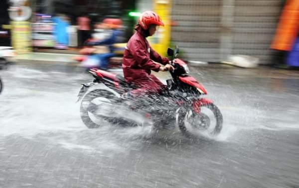 Mưa 20 phút, đường phố Sài Gòn nước chảy như thác đổ 6