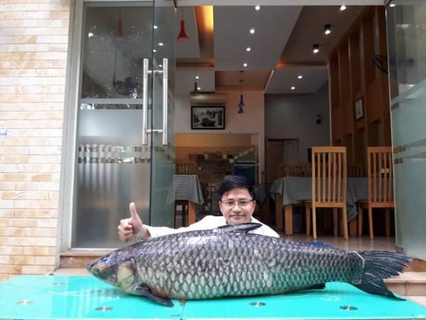 """Cần thủ câu được cá trắm đen """"khủng"""" 41kg ở lòng hồ sông Đà 2"""