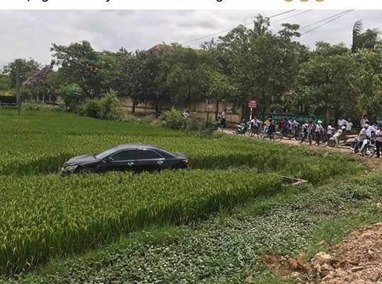 Nóng trong ngày: Cán bộ bệnh viện lái Camry tông 3 học sinh tử vong 1