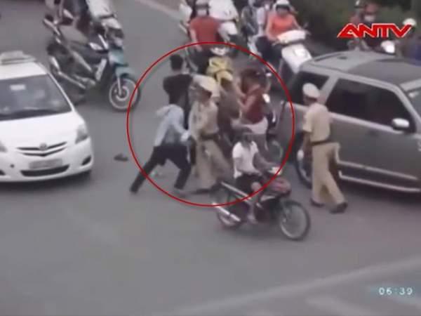 Chém nhau kinh hoàng tại Hà Nội sau va chạm giao thông 2