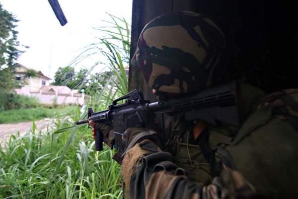 Cận cảnh quân đội Philippines tìm diệt IS trên đường phố 3