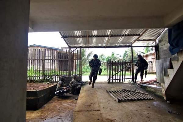 Cận cảnh quân đội Philippines tìm diệt IS trên đường phố 6