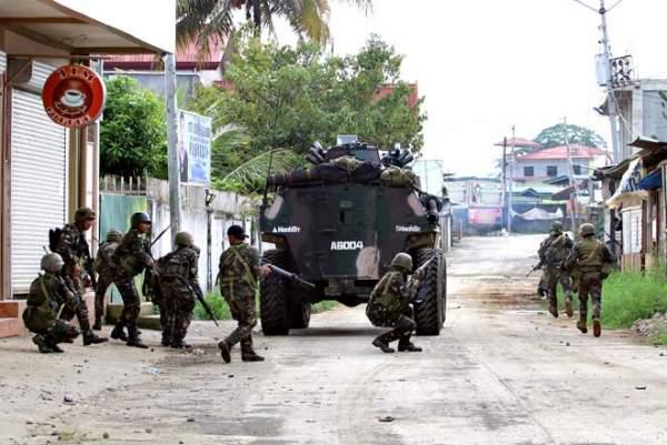 Cận cảnh quân đội Philippines tìm diệt IS trên đường phố 8