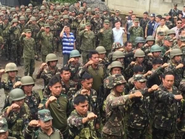 Cận cảnh quân đội Philippines tìm diệt IS trên đường phố 10