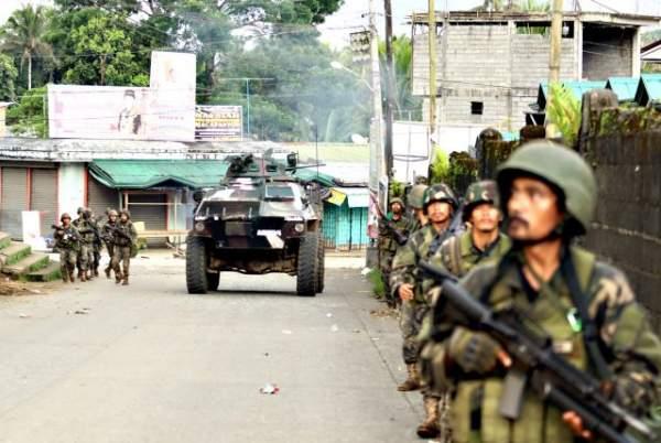 Cận cảnh quân đội Philippines tìm diệt IS trên đường phố 1