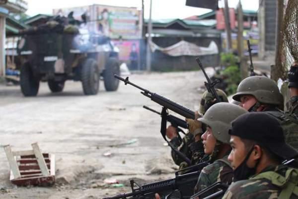 Cận cảnh quân đội Philippines tìm diệt IS trên đường phố 9